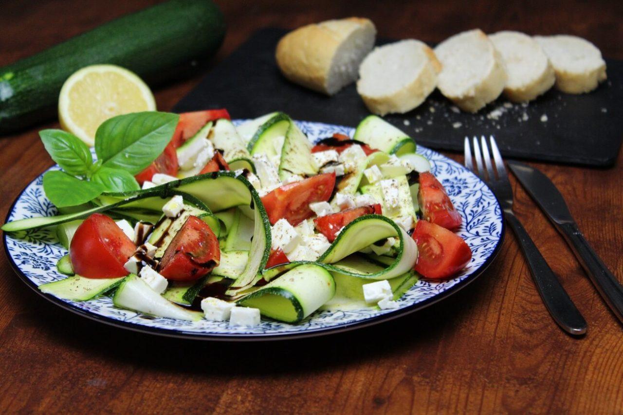 salat mit zucchini und feta